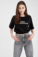 Defacto Kadın Siyah Gotik Yazı Baskılı Beli Lastikli Crop Tişört
