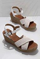 Bambi Beyaz Kadın Dolgu Topuklu Ayakkabı K05688015016