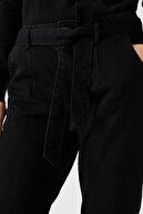 Koton Kadın Yüksek Bel Rahat Kesim Dar Paça Siyah Mom Jean