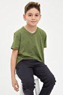 Defacto Erkek Çocuk V Yaka Cepsiz Tekli Kısa Kollu Kısa Kollu Tişört