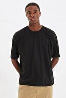 TRENDYOL MAN Siyah Basic Erkek Bisiklet Yaka Oversize Kısa Kollu T-Shirt TMNSS21TS0811
