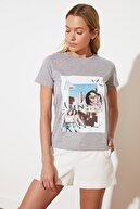 TRENDYOLMİLLA Gri Basic Örme T-Shirt TWOSS21TS2704