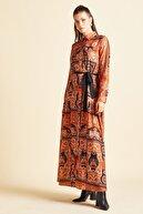 Serpil Kadın Turuncu Beli Kuşaklı Desenli Elbise