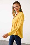 Ekol Kadın  V Yaka Süs Düğmeli Bluz