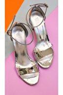 AZLAYAYAKKABI Kadın Gümüş Renk  Tek Bant Topuklu Ayakkabı