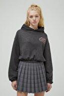 Pull & Bear Kadın Soluk Siyah Sırtı Görselli Kapüşonlu Sweatshirt 04591321