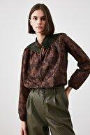 TRENDYOLMİLLA Kahverengi Bağcıklı Bluz TWOAW21BZ1481