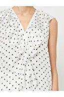 Koton Kadın Siyah Beyaz V Yaka Kolsuz Fırfır Detaylı Puantiyeli Bluz