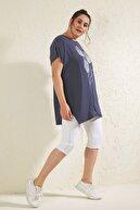 Siyezen Kadın Lacivert Büyük Beden Salaş Çizgili Lale Baskılı T-shirt
