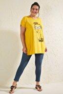 Siyezen Kadın Hardal Büyük Salaş Beden Kız Figürlü T-shirt