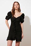 TRENDYOLMİLLA Siyah Yaka Detaylı Elbise TWOSS21EL1958