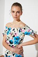 TRENDYOLMİLLA Çok Renkli Çiçek Desenli Omuz Detaylı Örme Bluz TWOSS21BZ0788