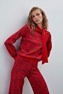 Join Us Kadın Kırmızı Çiçek Desenli Boyundan Bağlamalı Triko Bluz
