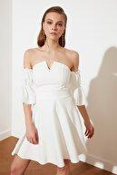 TRENDYOLMİLLA Ekru Nervür Detaylı Elbise TPRSS20EL2647