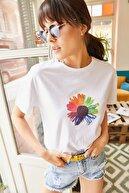 Olalook Kadın Beyaz Çiçek Baskılı T-shirt TSH-19000320