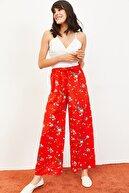 Bianco Lucci Kadın Çiçekler Desen Beli Kuşaklı Bol Paça Viskon Pantolon Kırmızı 10061051