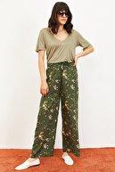 Bianco Lucci Kadın Çiçekler Desen Beli Kuşaklı Bol Paça Viskon Pantolon Yeşil 10061051