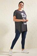 Siyezen Kadın Siyah Büyük Beden Çizgili Kız Figürlü Bluz