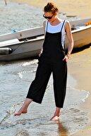 Trend Alaçatı Stili Kadın Siyah Askılı Bol Kesim Atletli Tulum ALC-X4367