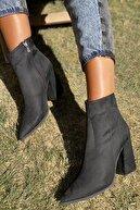 İnan Ayakkabı Bayan Sivri Burun Yandan Fermuarlı 9 Cm Topuklu Bot