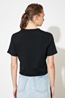 TRENDYOLMİLLA Siyah Baskılı Bağlama Detaylı Crop Örme T-Shirt TWOSS21TS1316