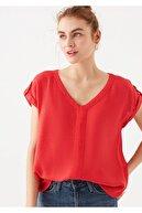 Mavi Kadın Kırmızı V Yaka Tişört