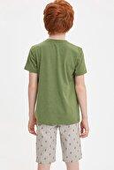 Defacto Erkek Çocuk Regular Fit V Yaka Cepsiz Tekli Kısa Kollu Kısa Kollu Tişört