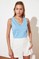 TRENDYOLMİLLA Açık Mavi Yaka Detaylı Örme  T-Shirt TWOSS19XM0216