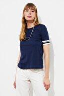 TRENDYOLMİLLA Lacivert Kol Detaylı Basic Örme T-Shirt TWOSS19DU0255