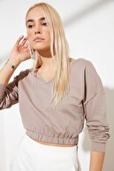 TRENDYOLMİLLA Bej V Yaka Crop Örme Sweatshirt TWOSS21SW0011