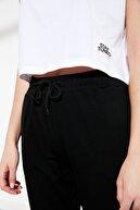 TRENDYOLMİLLA Siyah Beyaz Patch Detaylı Örme Alt-Üst Takım TWOSS21AU0055