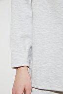 TRENDYOLMİLLA Gri Dik Yaka Şardonsuz Örme Sweatshirt TWOSS21SW0013