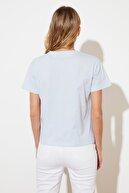 TRENDYOLMİLLA Açık Mavi Semifitted Örme T-Shirt TWOSS21TS2710