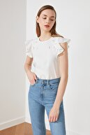 TRENDYOLMİLLA Beyaz Dantelli Bluz TWOSS21BZ1300
