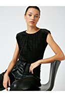 Koton Kadın Siyah Vatkali Kadife Metalik Detayli Bluz