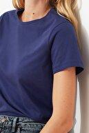 TRENDYOLMİLLA Lacivert %100 Pamuk Bisiklet Yaka Basic Örme T-Shirt TWOSS20TS0133