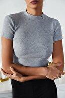 Xena Kadın Gri Yakası Nakış Detaylı Kaşkorse T-Shirt 1KZK1-11195-03