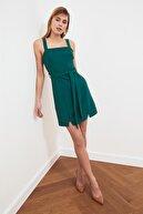 TRENDYOLMİLLA Yeşil Kuşaklı Yırtmaç Detaylı Elbise TWOSS20EL0977