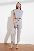 TRENDYOLMİLLA Gri Bağlama Detaylı Pantolon TWOSS19ST0212