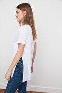 TRENDYOLMİLLA Ekru Asimetrik Boyfriend Örme T-Shirt TWOSS20TS0829