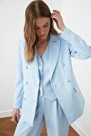 TRENDYOLMİLLA Açık Mavi Düğme Detaylı Blazer Ceket TWOSS21CE0137