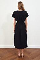 TRENDYOLMİLLA Siyah Bel Detaylı Elbise TWOSS21EL0927