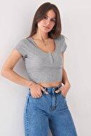 Addax Kadın Gri Melanj Çıtçıt Detaylı T-Shirt P0867 - Dk9 Adx-0000021736