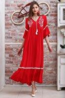 Chiccy Kadın Kırmızı Çiçek Nakışlı V Yaka Kol Ve Etek Ucu Dantelli Dokuma Salaş Elbise M10160000EL95902