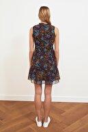 TRENDYOLMİLLA Siyah Fırfır Detaylı Elbise TWOSS20EL1273
