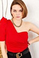Olalook Kadın Kırmızı Tek Omuz Dekolteli Yanı Detaylı Bluz BLZ-19001309