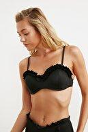 TRENDYOLMİLLA Siyah Fırfır Detaylı Kaplı Bikini Üstü TBESS20BU0267