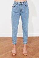 TRENDYOLMİLLA Mavi Bel Lastikli Yüksek Bel Jogger Jeans TWOSS21JE0166