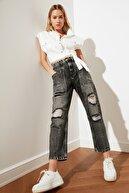 TRENDYOLMİLLA Antrasit Yırtıklı Dikiş Detaylı Yüksek Bel Mom Jeans TWOSS21JE0359