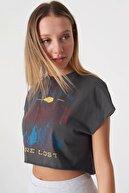 Addax Kadın Füme Baskılı Kısa T-Shirt P2777 - Y1 Adx-0000024004